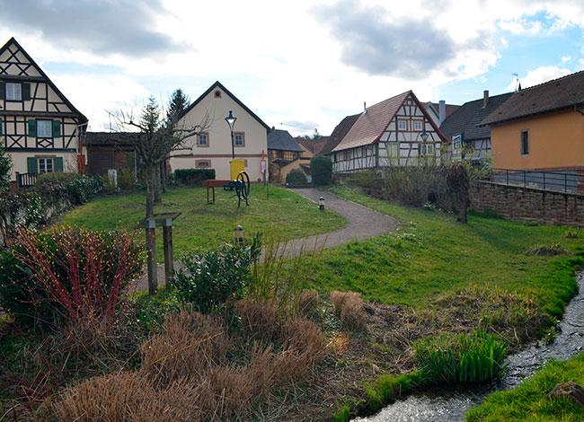 Vue de la Souffel au centre de Kuttolsheim.