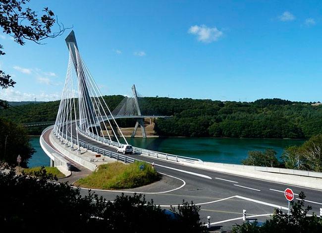 Vue du pont de Térénez enjambant l'Aulne et reliant Le Faou à Crozon.