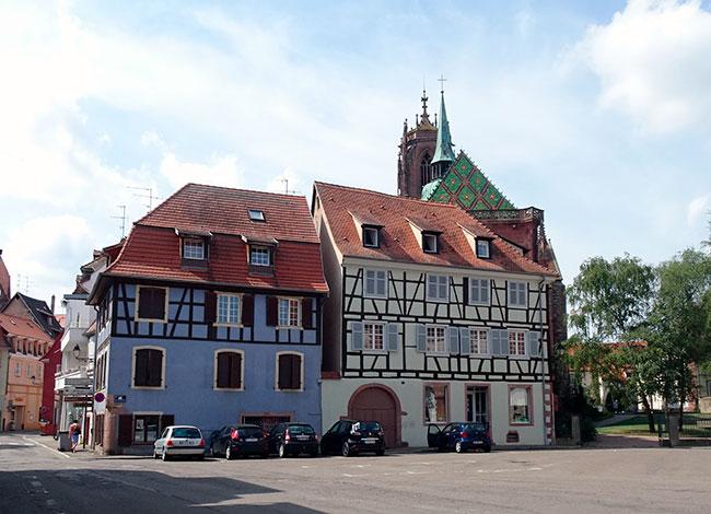 Vue de la place de la Porte de Strasbourg, commune de Sélestat.